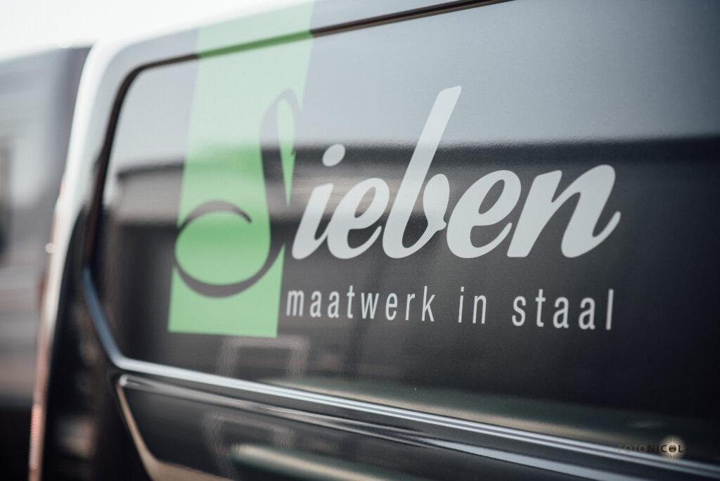 Nieuwe bus, Siebendesign, Autobelettering Eindhoven.nl, Fotonicolai.nl, Bestpoint productions, Maatwerk staal, Interieurbouw in staal, lassen, 3d cad, werkplaats, vakmanschap, Sieben design en techniek