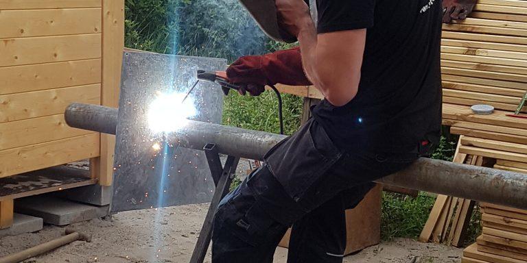 terras op het water, Steiger, poort, bloembak, bloembakken, plantenbak, plantenbak van staal, bloembak van staal, plantenbak op maat, bloembak op maat, bloembak cortenstaal, plantenbak cortenstaal, lamp, buitenlamp, lamp staal, lamp cortenstaal. Tuinscherm op maat, tuinschermen op maat, tuinscherm cortenstaal, tuinscherm staal, poorten van staal, poort op maat, voordeur portaal, overkapping van staal, tuinbank van staal en hout, tuintafel staal en hout. Cortenstaal tuinartikelen, Stalen tuinartikelen, tuin op maat.bordes staal, bordes cortenstaal, windscherm, staal op maat, cortenstaal op maat. Tuinverlichting, tuinverlichting op maathoreca, terras, fietsenstalling van staal, cortenstaal