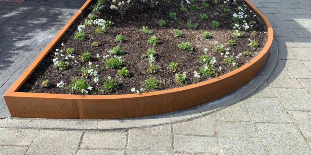 Cortenstaal bloembakken op maat, Maatwerk bloembakken, Plantenbakken van staal, bloembakken van staal, alles op maat, vakmanschap. We denken graag met u mee