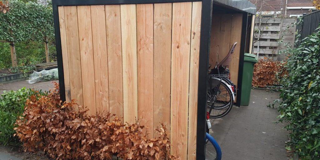 terras op het water, Steiger, poort, bloembak, bloembakken, plantenbak, plantenbak van staal, bloembak van staal, plantenbak op maat, bloembak op maat, bloembak cortenstaal, plantenbak cortenstaal, lamp, buitenlamp, lamp staal, lamp cortenstaal. Tuinscherm op maat, tuinschermen op maat, tuinscherm cortenstaal, tuinscherm staal, poorten van staal, poort op maat, voordeur portaal, overkapping van staal, tuinbank van staal en hout, tuintafel staal en hout. Cortenstaal tuinartikelen, Stalen tuinartikelen, tuin op maat.bordes staal, bordes cortenstaal, windscherm, staal op maat, cortenstaal op maat. Tuinverlichting, tuinverlichting op maathoreca, terras, fietsenstalling van staal, cortenstaal, Fietsenstalling, Fietsenstalling van staal met hout, Siebendesign, Fietsenhok