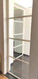 Witte stalen deuren